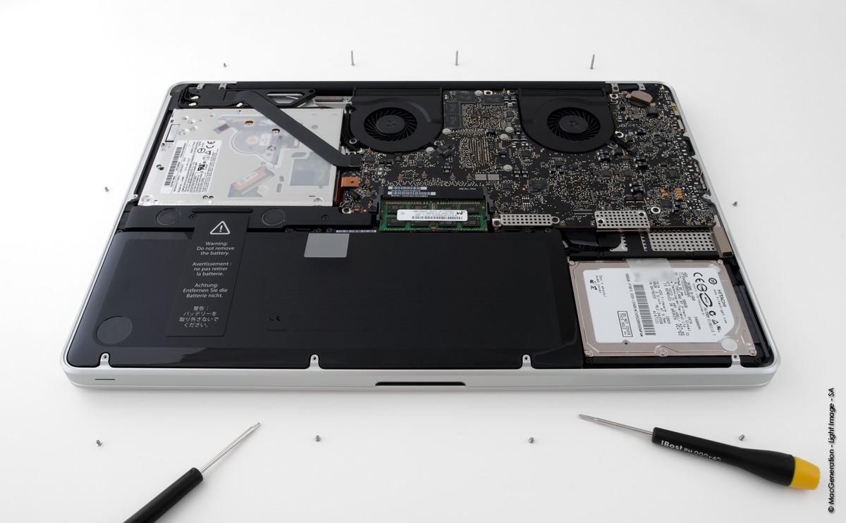Visite guid e l 39 int rieur du macbook pro 17 core i5 for Interieur ordinateur